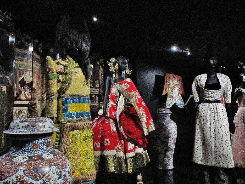 Les créations de Christian Dior sont imbibées de nombreuses inspirations ethniques.