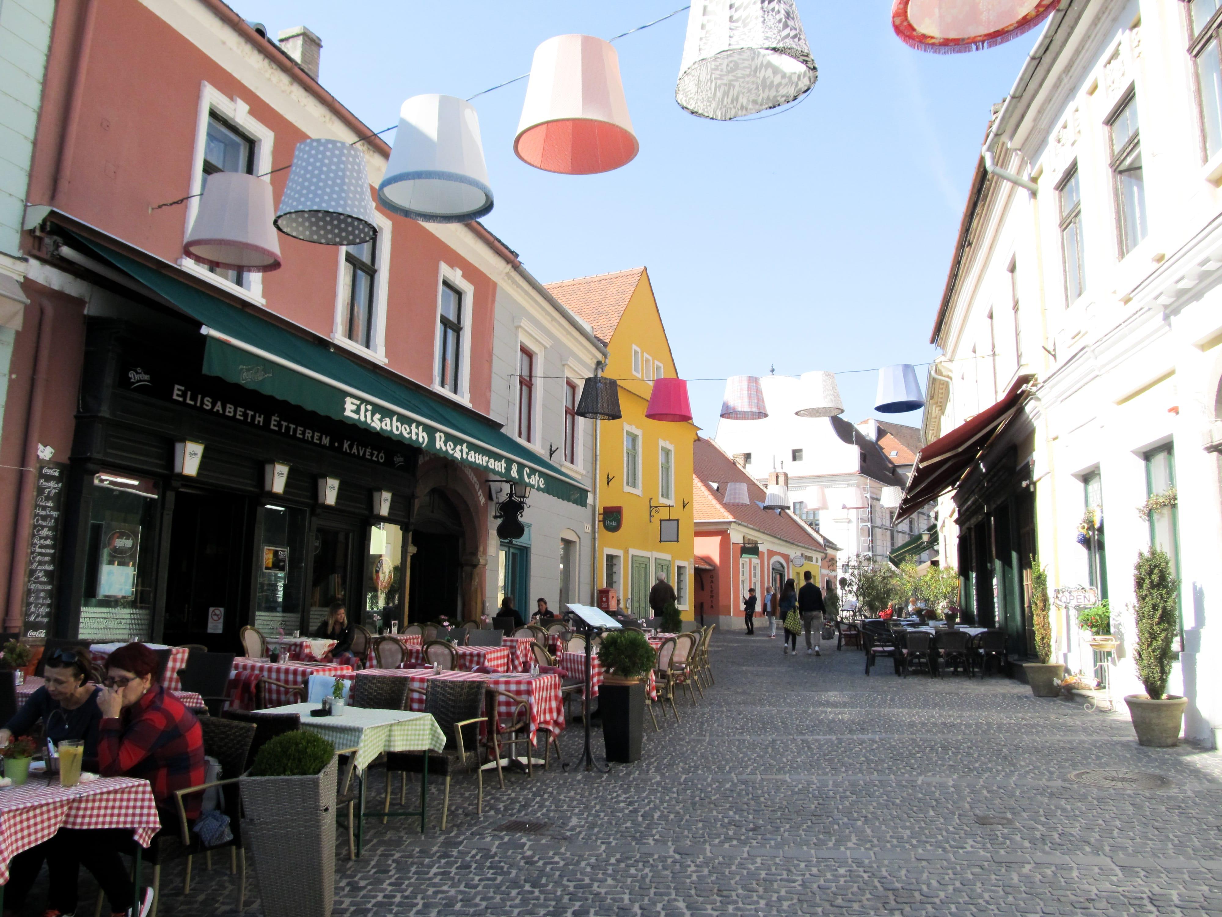 Découvrez Szentendre en Hongrie, au plein cœur de l'automne.