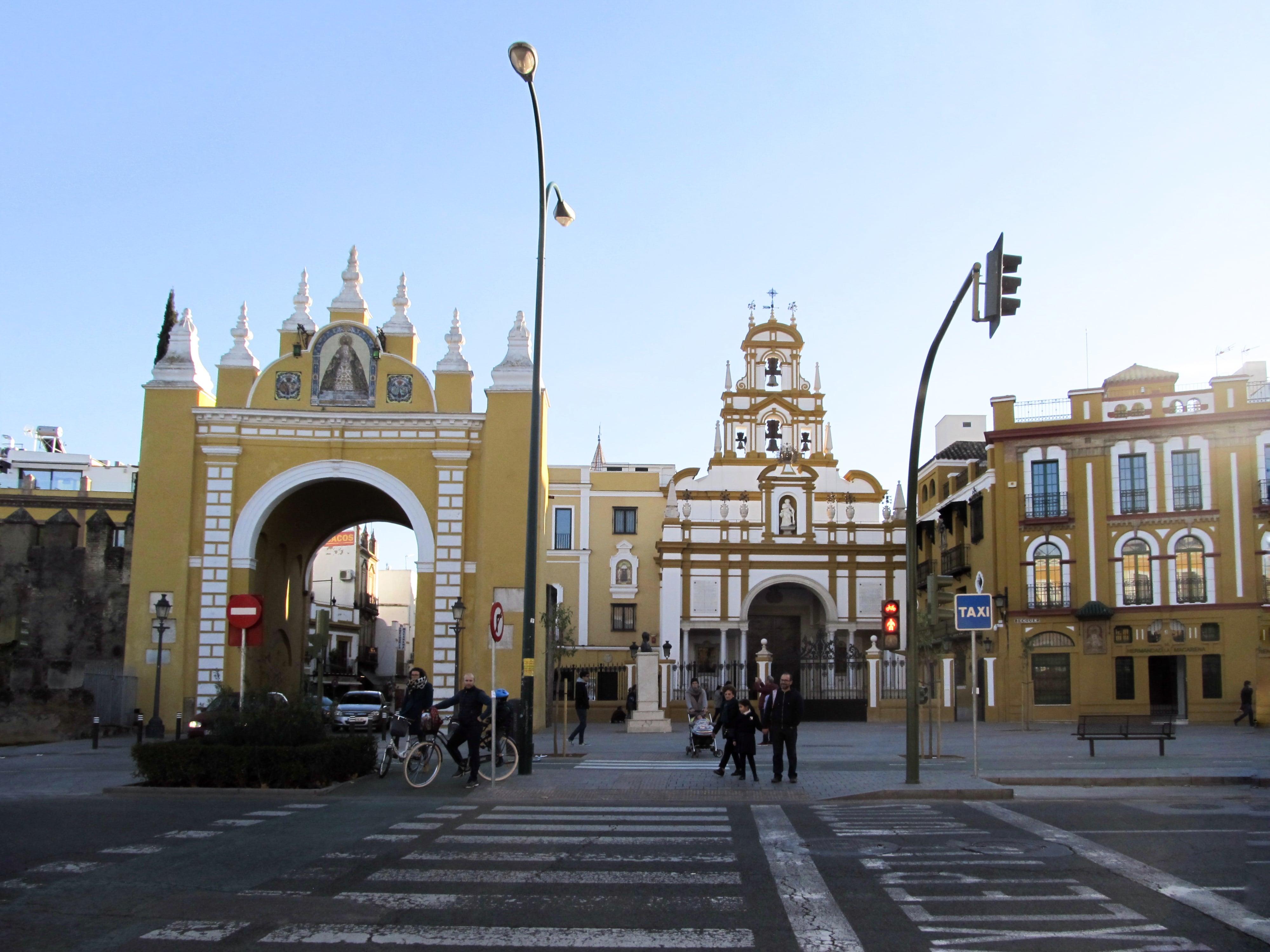 Porte et basilique : Partez à Séville à la découverte des quartiers Santa Cruz et La Macarena en plein mois de janvier.