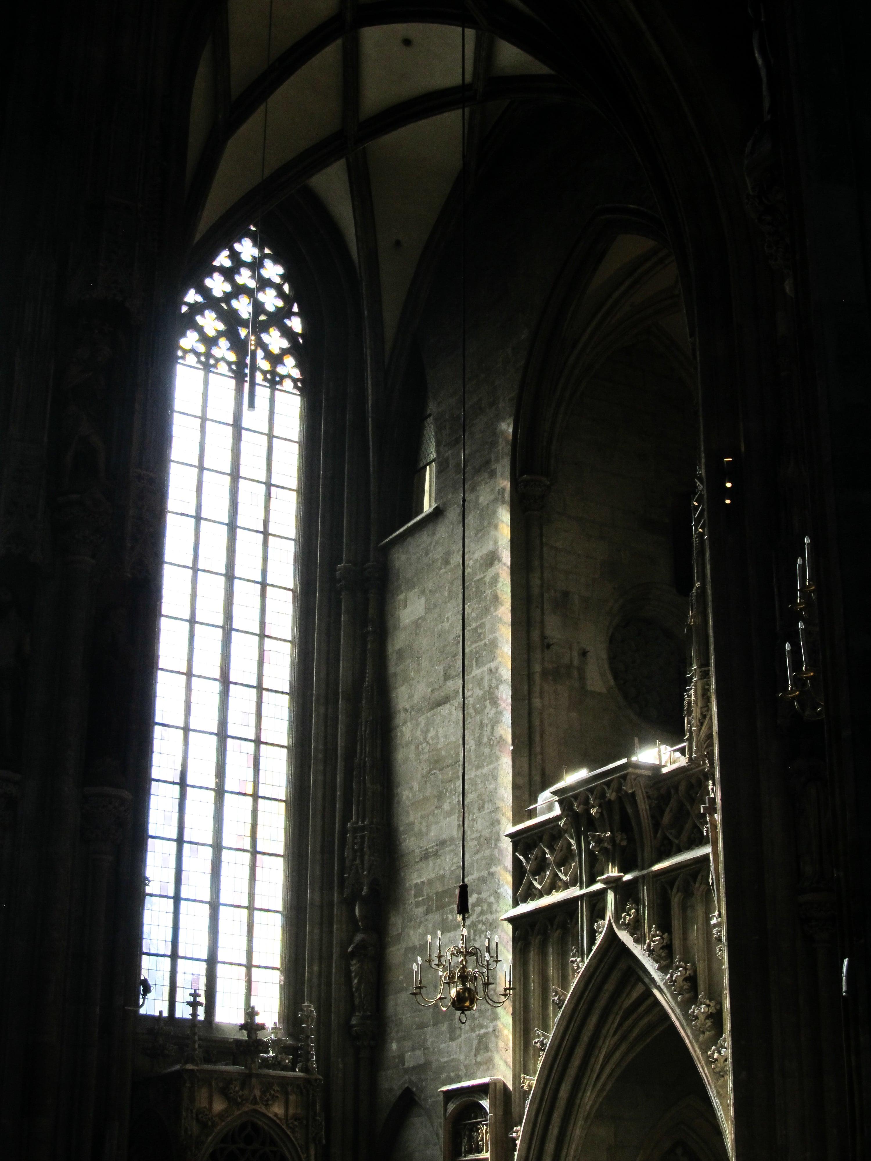 Cathédrale Saint-Étienne de Vienne : Découvrez la majestueuse Vienne avec les 5 immanquables à voir pour une visite expresse.