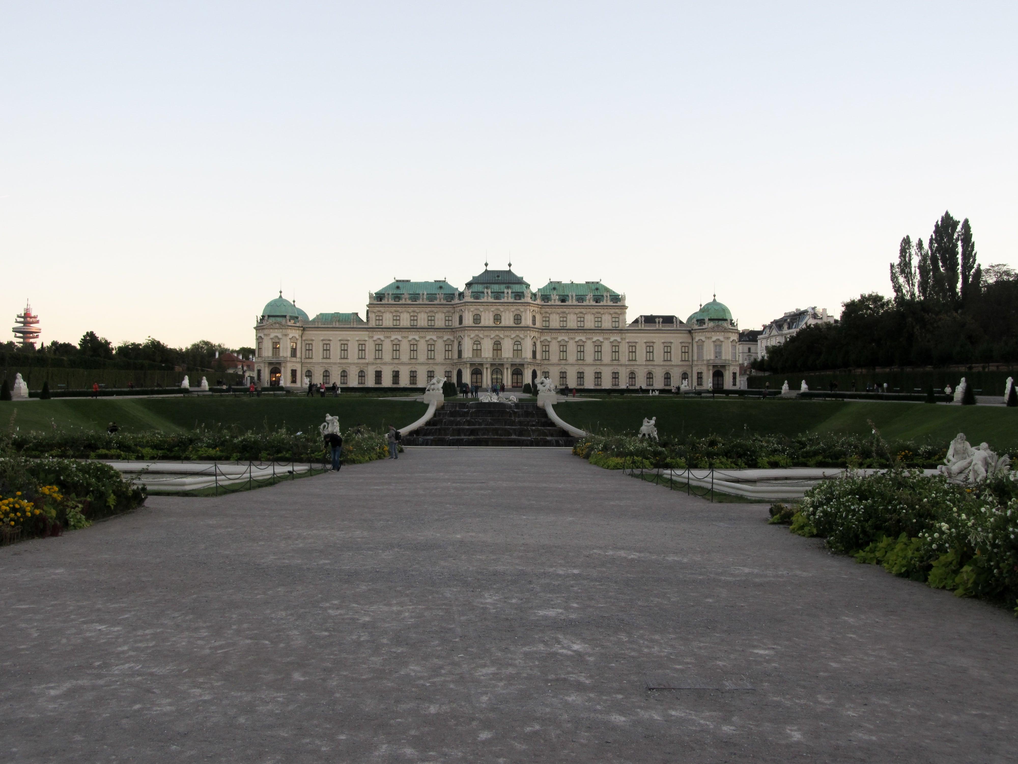 Palais du Belvédère : Découvrez la majestueuse Vienne avec les 5 immanquables à voir pour une visite expresse.