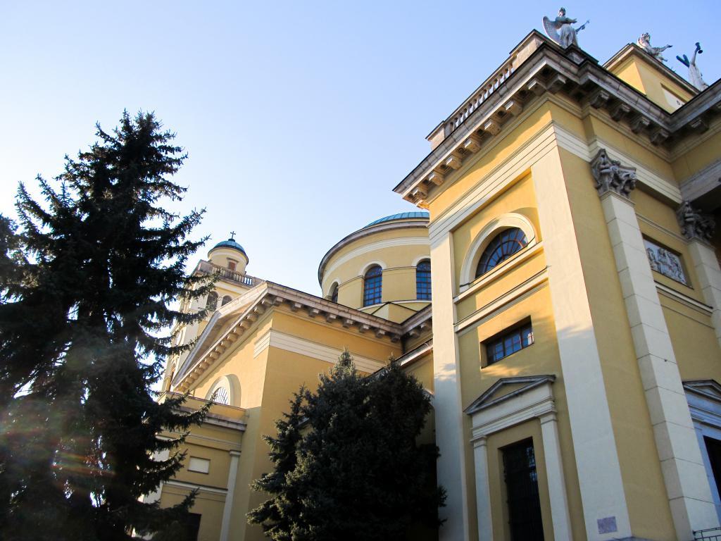 Basilique : Éloignons de Budapest pour aller découvrir Eger dans le nord est de la Hongrie. Visites, monuments, recommandations et restaurants.