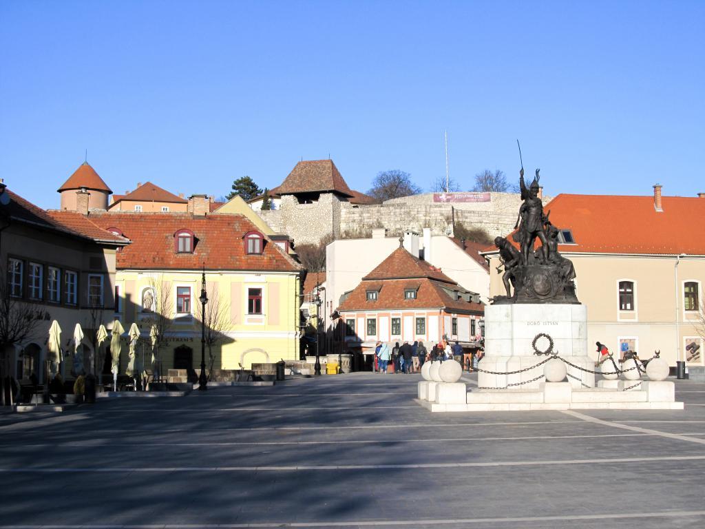 Château : Éloignons de Budapest pour aller découvrir Eger dans le nord est de la Hongrie. Visites, monuments, recommandations et restaurants.