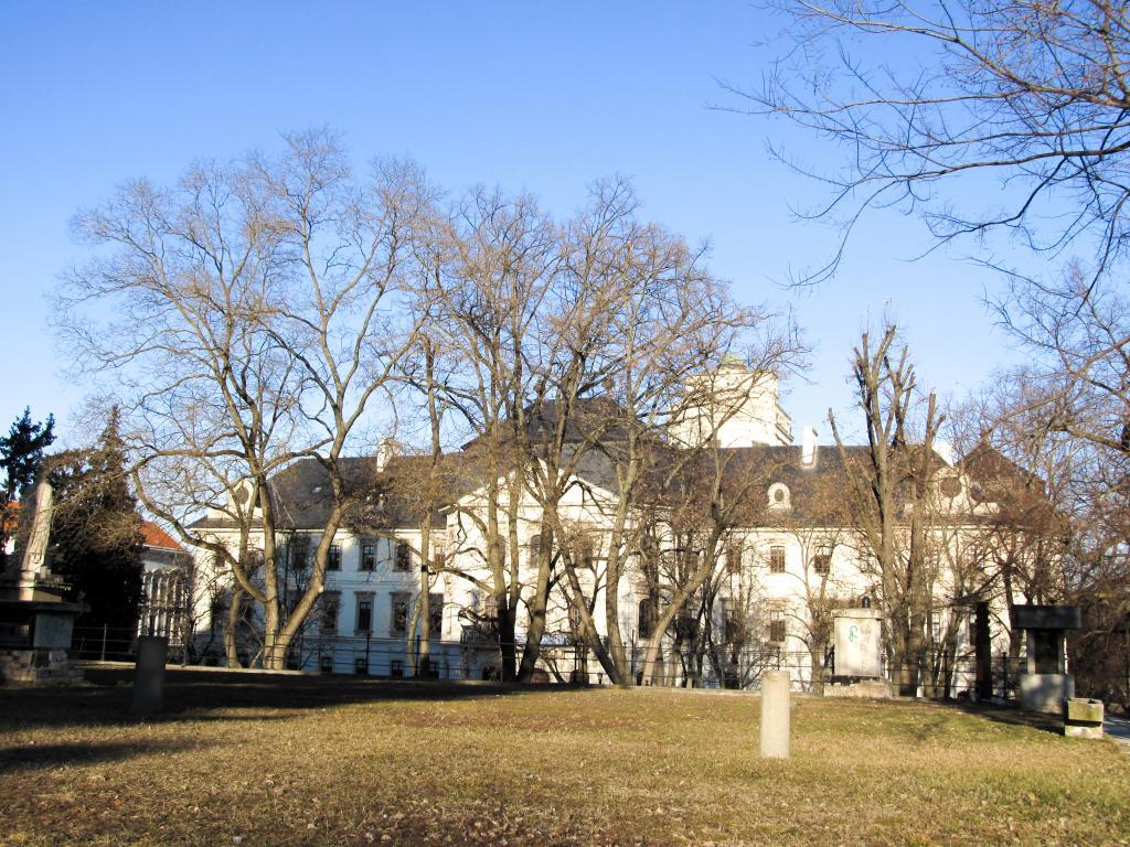 Líceum : Éloignons de Budapest pour aller découvrir Eger dans le nord est de la Hongrie. Visites, monuments, recommandations et restaurants.