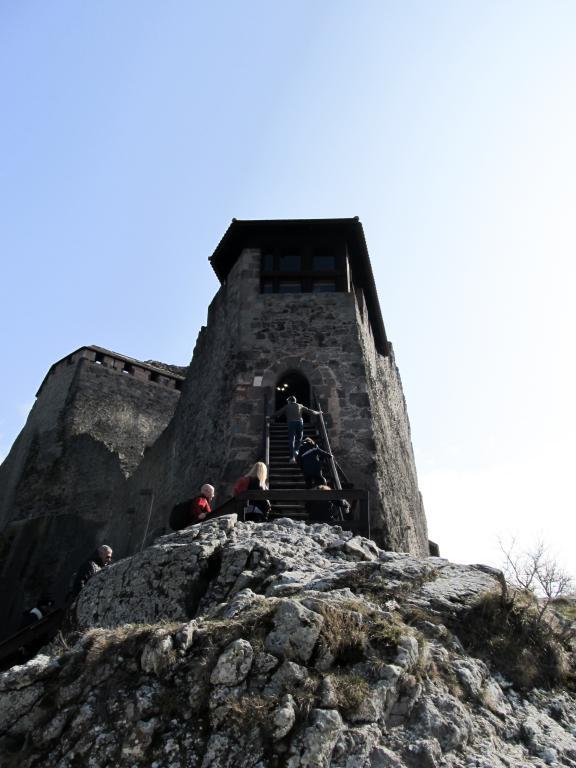 Château dans les nuages : Quittez Budapest pour aller Visegrád dans la belle boucle du Danube. Paysages sublimes hongrois. Découvrez dans cet article ce qu'il y a à y faire et y voir.