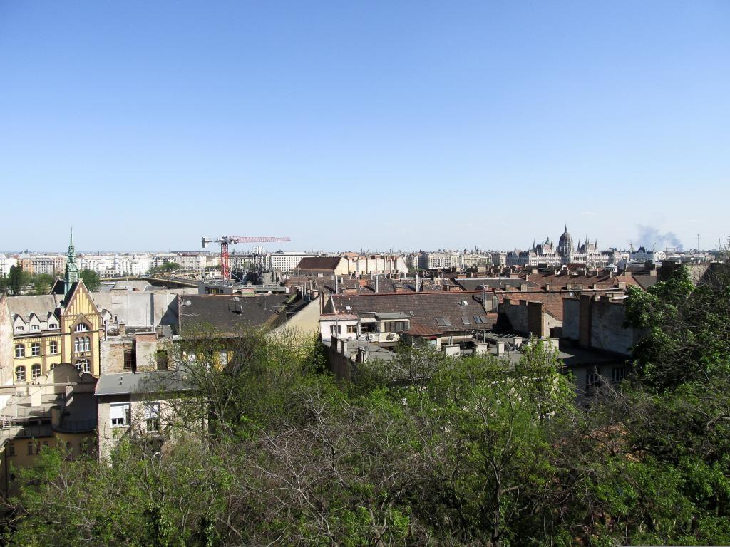 Partez à la découverte du quartier de la colline des roses à Budapest où l'on sent encore l'influence de Gül Baba. Idéal pour une balade urbaine.