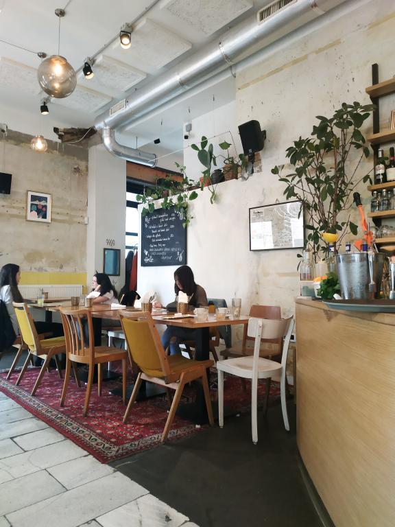 Dobrumba (cuisine méditerranéenne) : Restaurants, bars, cafés, ... voici un petit guide des bonnes adresses à Budapest pour vous aider lors de votre séjour dans la capitale hongroise.