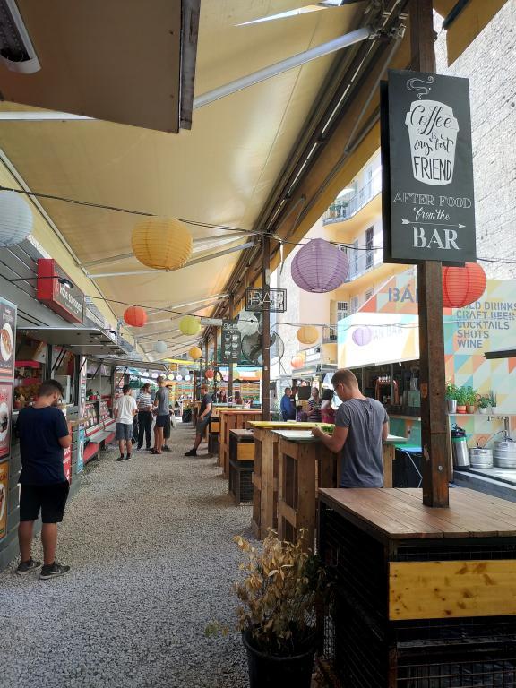 Street Food Karavan : Restaurants, bars, cafés, ... voici un petit guide des bonnes adresses à Budapest pour vous aider lors de votre séjour dans la capitale hongroise.