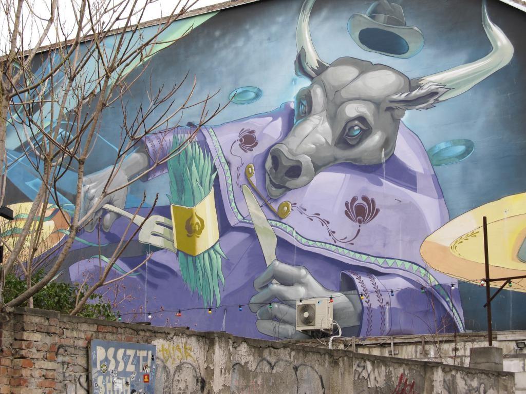 Mika Kert (ruin bar) : Restaurants, bars, cafés, ... voici un petit guide des bonnes adresses à Budapest pour vous aider lors de votre séjour dans la capitale hongroise.