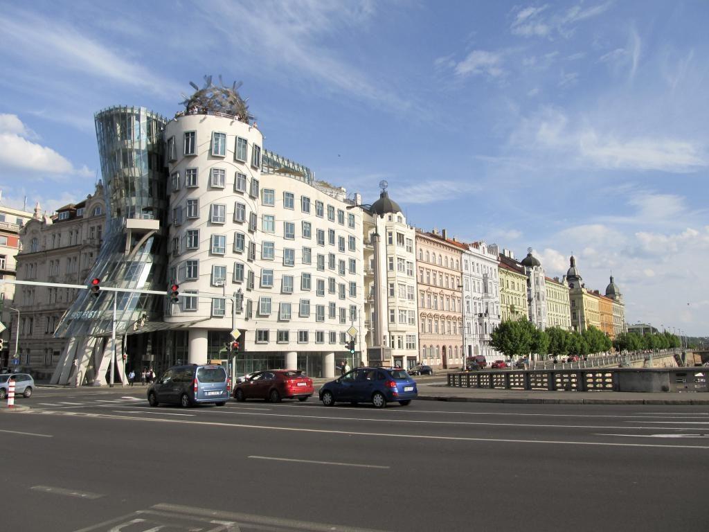 Maison qui danse : Découvrez à travers ce récit notre chouette week-end à Prague. Vous trouverez dans cet article nos visites, restaurants, et conseils pour organiser votre séjour dans la capitale de République tchèque.