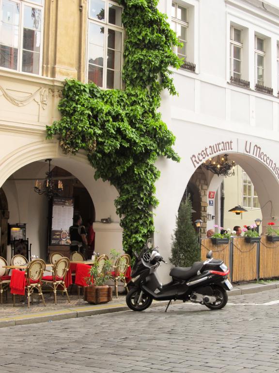 Mala Strana : Découvrez à travers ce récit notre chouette week-end à Prague. Vous trouverez dans cet article nos visites, restaurants, et conseils pour organiser votre séjour dans la capitale de République tchèque.
