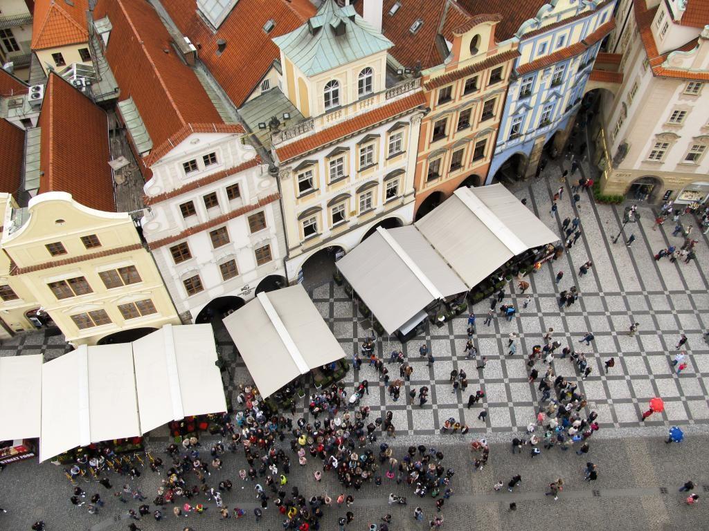 Vieille ville : Découvrez à travers ce récit notre chouette week-end à Prague. Vous trouverez dans cet article nos visites, restaurants, et conseils pour organiser votre séjour dans la capitale de République tchèque.