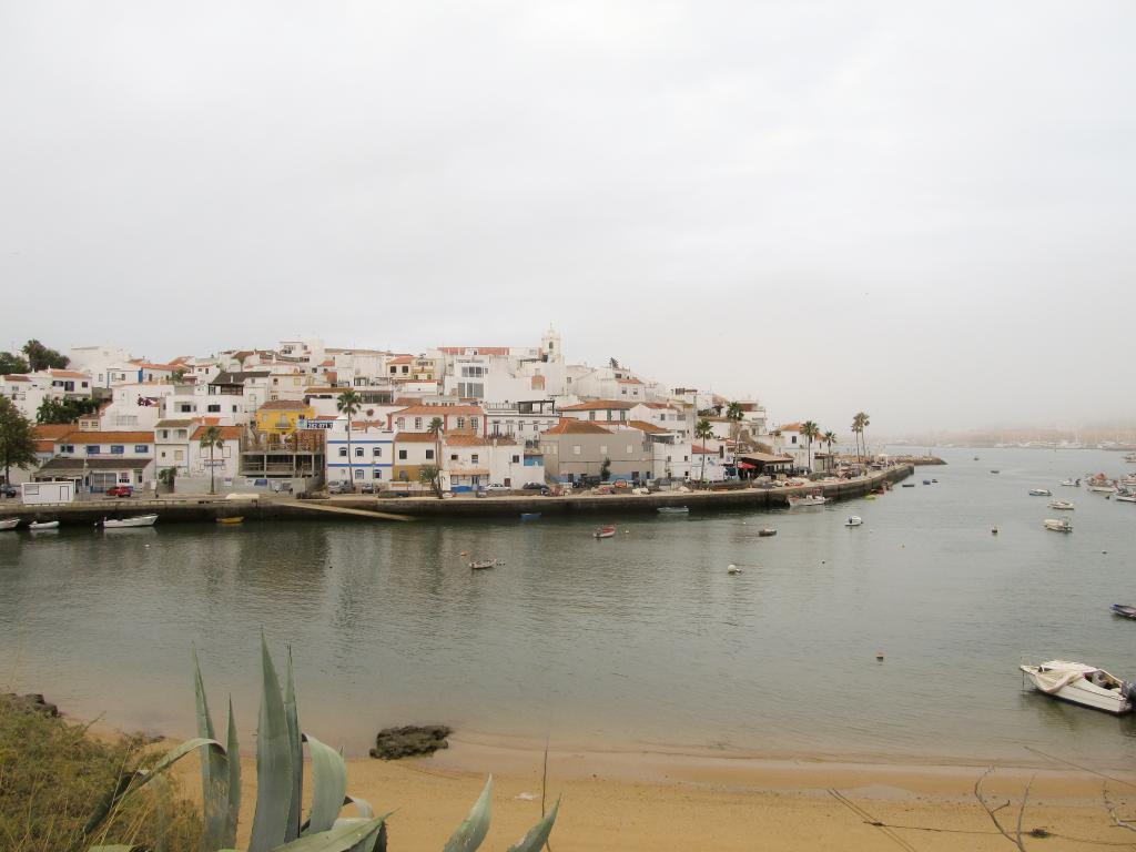 Ferragudo | Découvrez dans cet article les plus beaux endroits, notamment les plages et villages, de la côte sud de l'Algarve au Portugal.