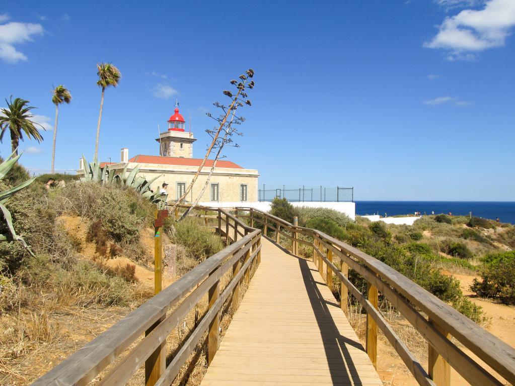 Phare de Ponta da Piedade | Découvrez dans cet article les plus beaux endroits, notamment les plages et villages, de la côte sud de l'Algarve au Portugal.
