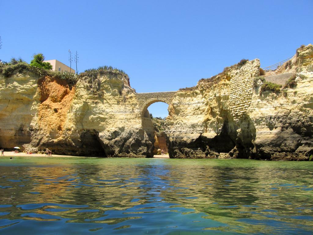 Praia dos Estudantes | Découvrez dans cet article les plus beaux endroits, notamment les plages et villages, de la côte sud de l'Algarve au Portugal.