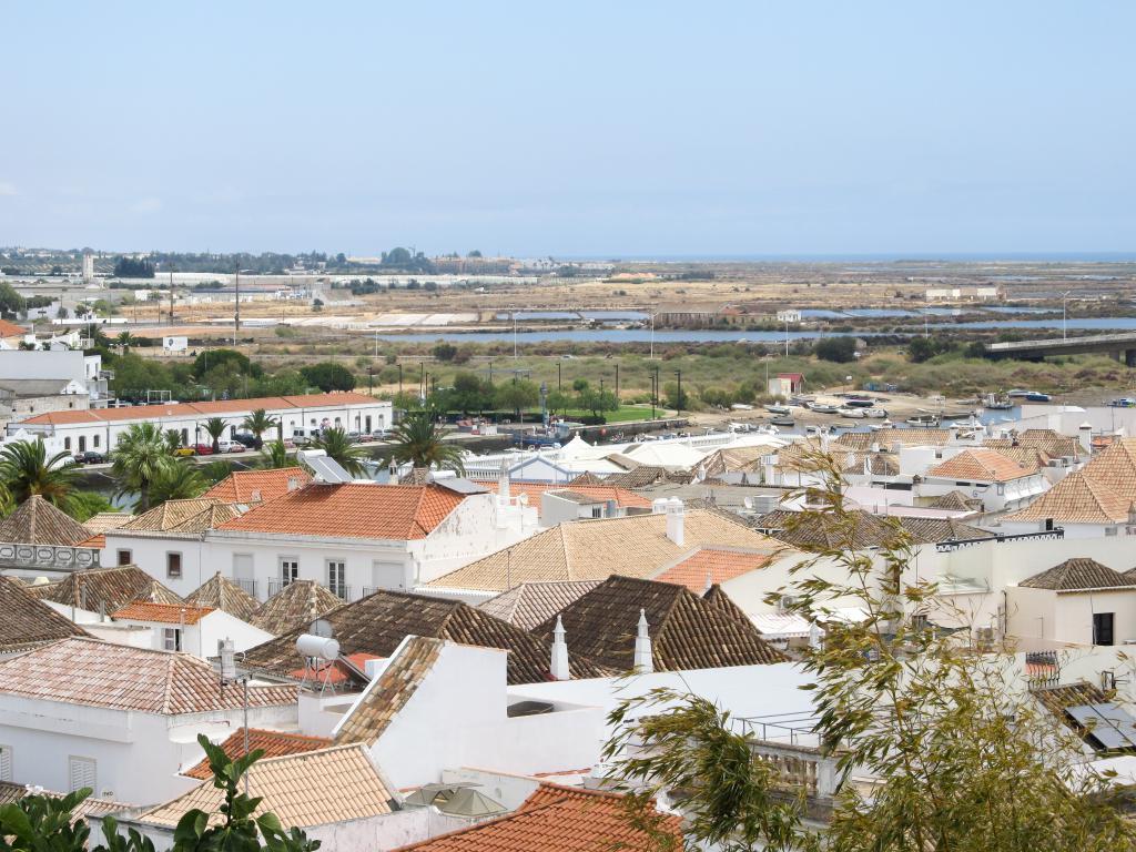 Tavira | Découvrez dans cet article les plus beaux endroits, notamment les plages et villages, de la côte sud de l'Algarve au Portugal.