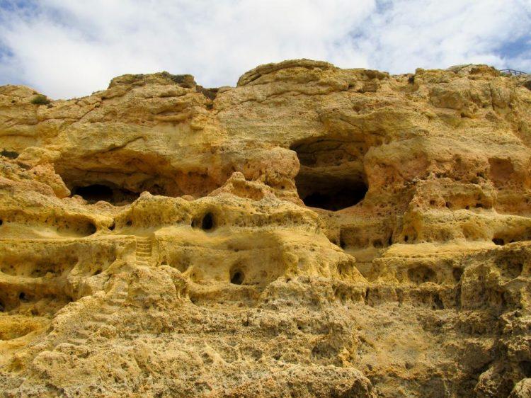 Grottes marines d'Algar Seco | Découvrez dans cet article les plus beaux endroits, notamment les plages et villages, de la côte sud de l'Algarve au Portugal.
