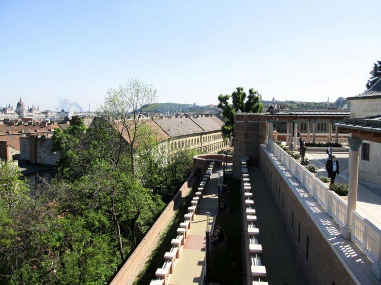Mausolée de Gül Baba : Partez à la découverte du quartier de la colline des roses à Budapest où l'on sent encore l'influence de Gül Baba. Idéal pour une balade urbaine.