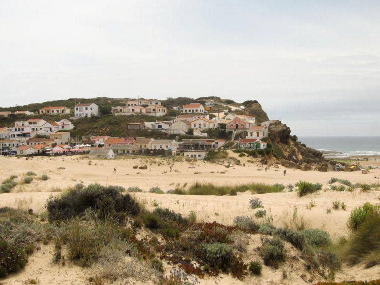 Monte Clerigo : Retrouvez dans cet article des conseils pour visiter la côte ouest de l'Algarve au Portugal, entre Sagres et Odeceixe.