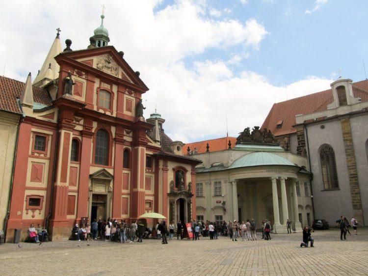 Château : Découvrez à travers ce récit notre chouette week-end à Prague. Vous trouverez dans cet article nos visites, restaurants, et conseils pour organiser votre séjour dans la capitale de République tchèque.