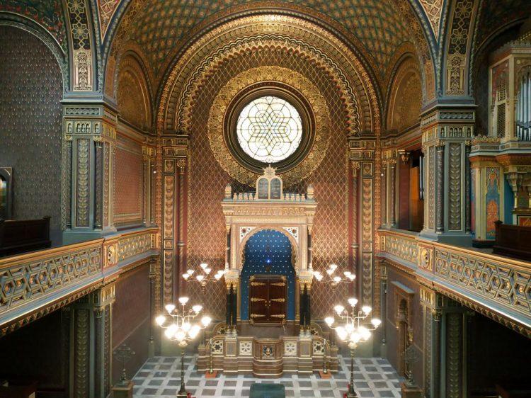 Synagogue espagnole : Découvrez à travers ce récit notre chouette week-end à Prague. Vous trouverez dans cet article nos visites, restaurants, et conseils pour organiser votre séjour dans la capitale de République tchèque.