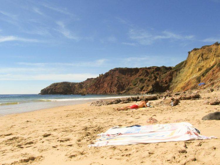 Praia do Adamo : Retrouvez dans cet article des conseils pour visiter la côte ouest de l'Algarve au Portugal, entre Sagres et Odeceixe.